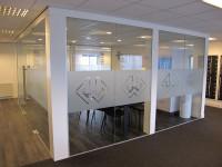 raamfolie, logo, kantoor, glaswand