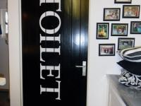 deursticker-tekst-wc-folie-gesneden