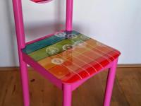 Stoelsticker (B), Stoel met sticker, meubelsticker, muursticker, glans laminaat, sticker op stoel
