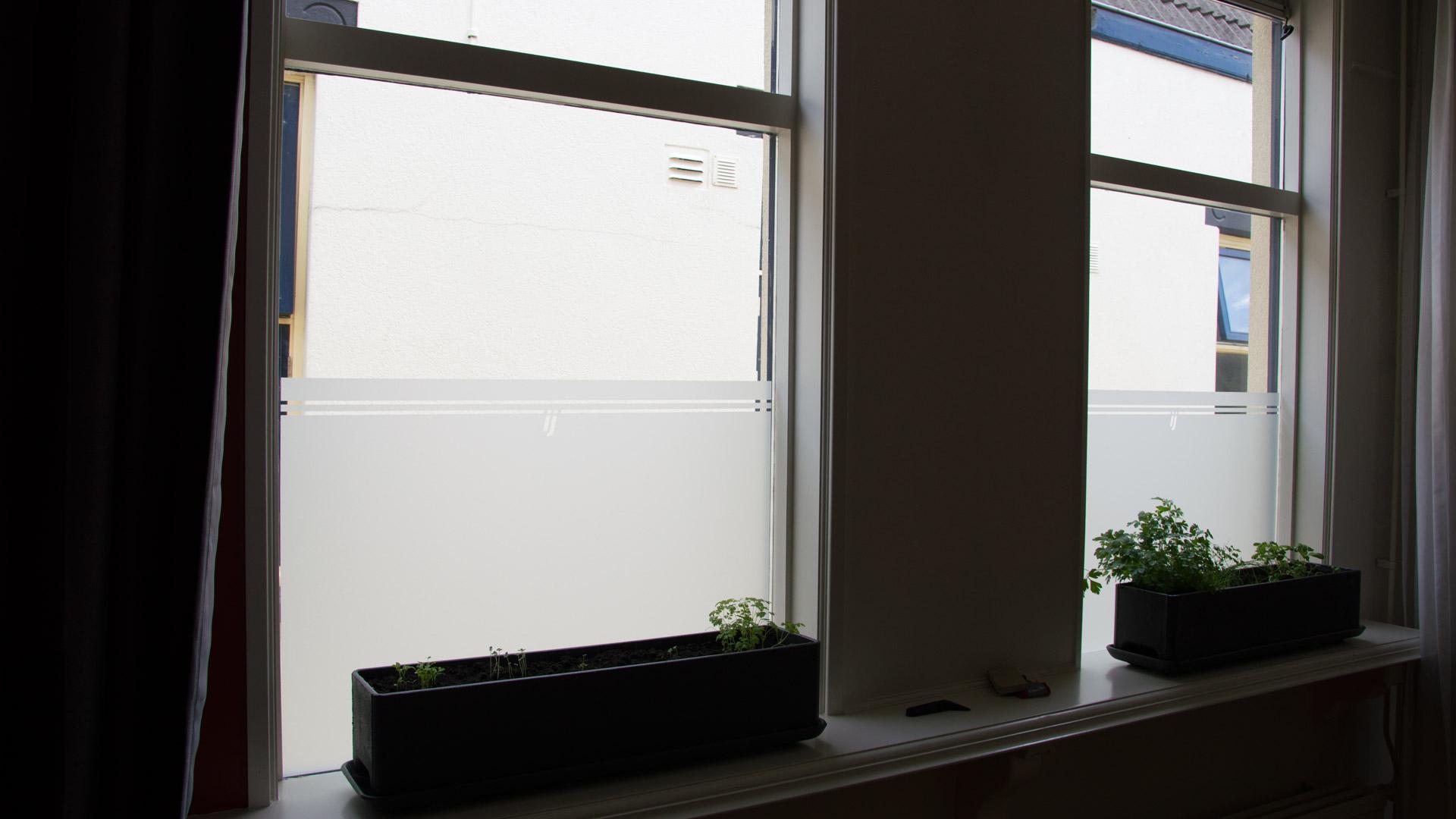 06-raamfolie-gesneden-eigen-ontwerp-woonkamer - PLAKhetZelf