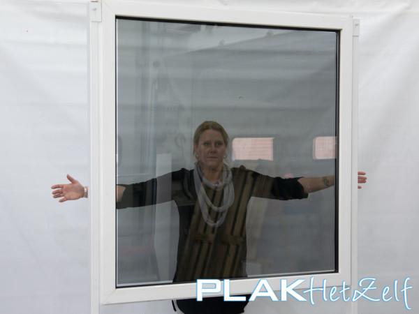 Geperforeerde raamfolie (7), zicht van binnen naar buiten